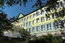 Škola s dětským domovem v Zábřehu má už nová okna a fasádu, teď dostane i novou střechu
