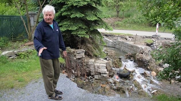 Následky bleskové povodně v Ondřejovicích na Zlatohorsku. Stav týden po povodni.