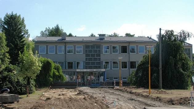 Omlazovací kúrou prochází v těchto dnech zdravotní středisko v Postřelmově, kde dělníci opraví sociální zařízení a vybudují výtah.