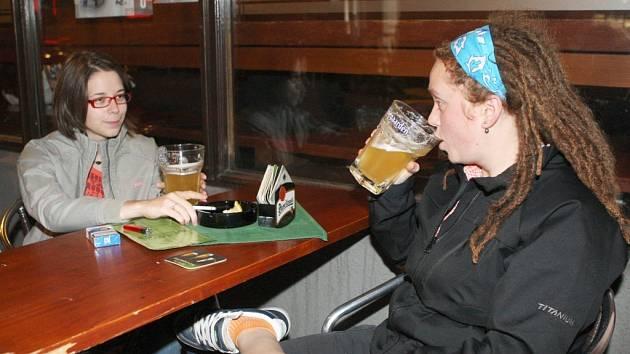 Mládež a alkohol... ilustrační foto