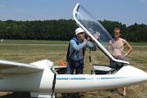 Foto: Šumperský plachtař Jan Podhrázský se připravuje na start.