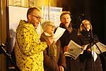 Česko zpívá koledy 2017 u divadla v Šumperku