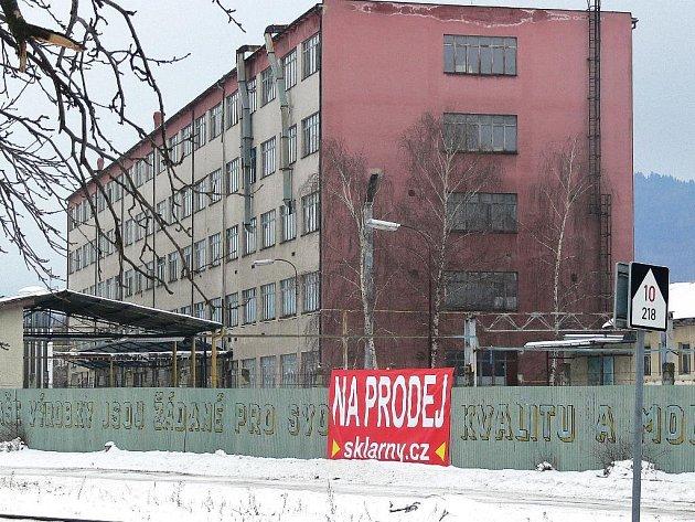 Pohled na budovu skláren v Rapotíně