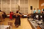 Na druhém ročníku Sousedského bálu se společně sešli Hověžané, Huslenčané i lidé ze Zděchova.