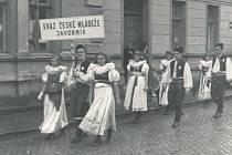OSLAVY. Prvomájový průvod vroce 1946.