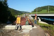 Na proměně opuštěné trati mezi Lupěným a Hněvkovem na Žábřežsku už pracují dělníci