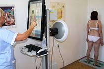Zdravotníci v Šumperku používají nový dermatoskop.