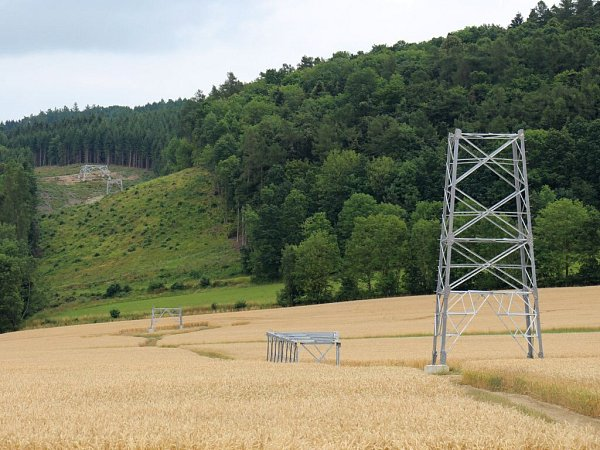 Stavba stožárů pro vysoké napětí mezi Oskavou a Libinou