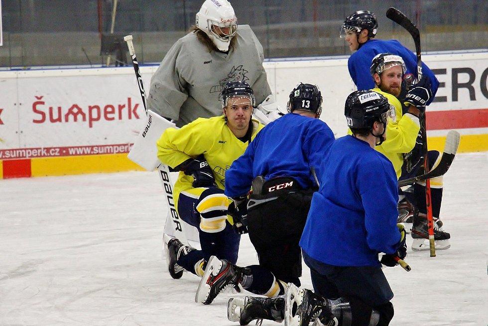Draci v přípravě na Chance ligu poprvé vyjeli na led.