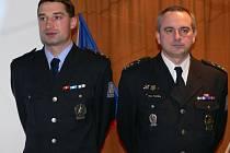 Policisté Jakub Kunčara (vlevo) a Milan Pospíšek se svých funkcí vedoucích odborů ujmou od ledna.