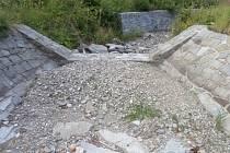 Vyschlé koryto potoka na Jesenicku.