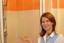 Pacientům interního a dětského oddělení Šumperské nemocnice zpříjemní pobyt nové, moderní koupelny