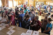 V Rychlebských horách pomáhá 150 dobrovolníků místním lidem v rámci akce SummerJob.