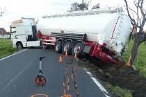 Nehoda cisterny mezi Vlčicemi a Žulovou na Jesenicku.