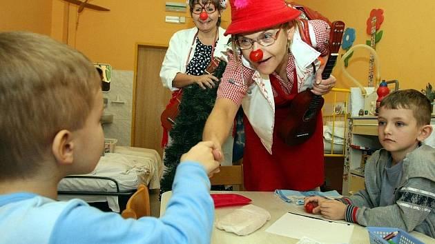 Na dětském oddělení Šumperské nemocnice se v pondělí 12. prosince od 13.30 hodin uskuteční Vánoční klauniáda (ilustrační foto)