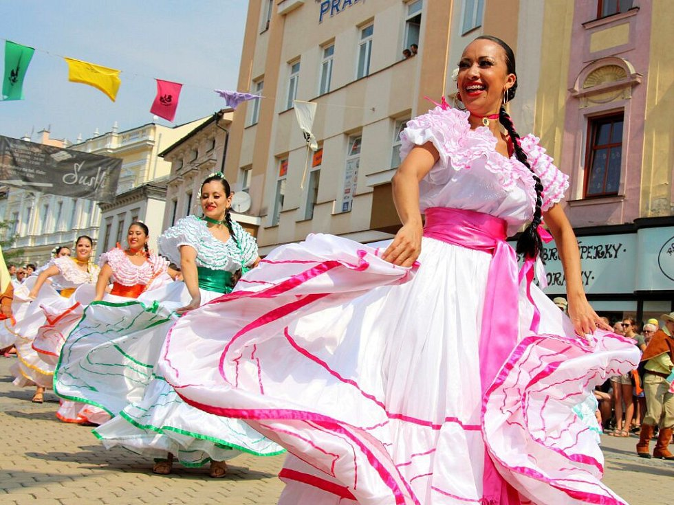 Roztančená ulice. Folklorní festival v Šumperku