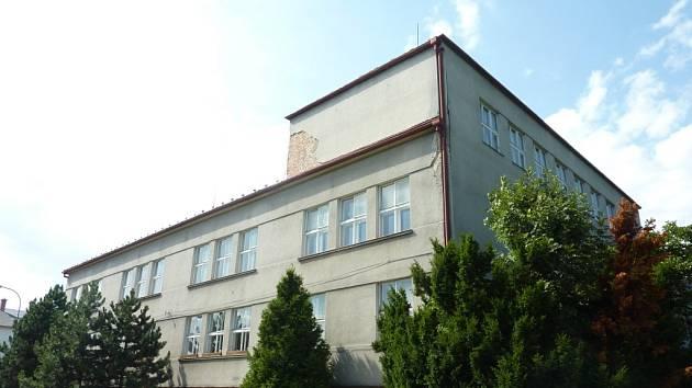 Masarykovu školu v Zábřehu zatím užívá dům dětí.