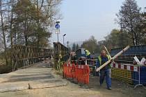 tavba mostu přes Moravu mezi Postřelmovem a Sudkovem