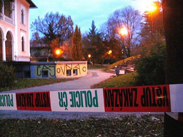 Šumperské sady 1. máje byly ve středu obehnány policejní páskou