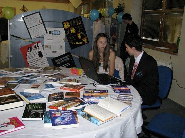 Přehlídka studentských firem se včera konala ve Vyšší odborné a střední průmyslové škole v Šumperku.