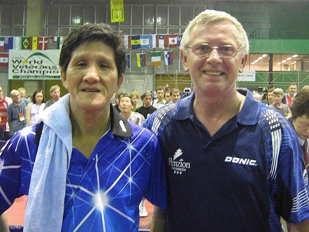 Miloš Matějíček s Číňanem, kterého porazil v cestě do semifinále.