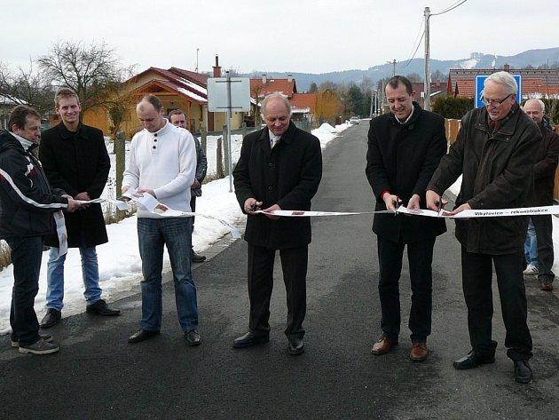 Ve Vikýřovicích slavnostně otevřeli pětici opravených ulic.