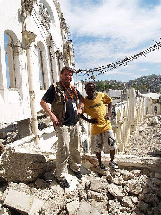 Snímky z pátého pobytu zábřežského filmaře Martina Strouhala na Haiti, kde od 14. února 2011 natáčel dva dokumenty se štábem České televize