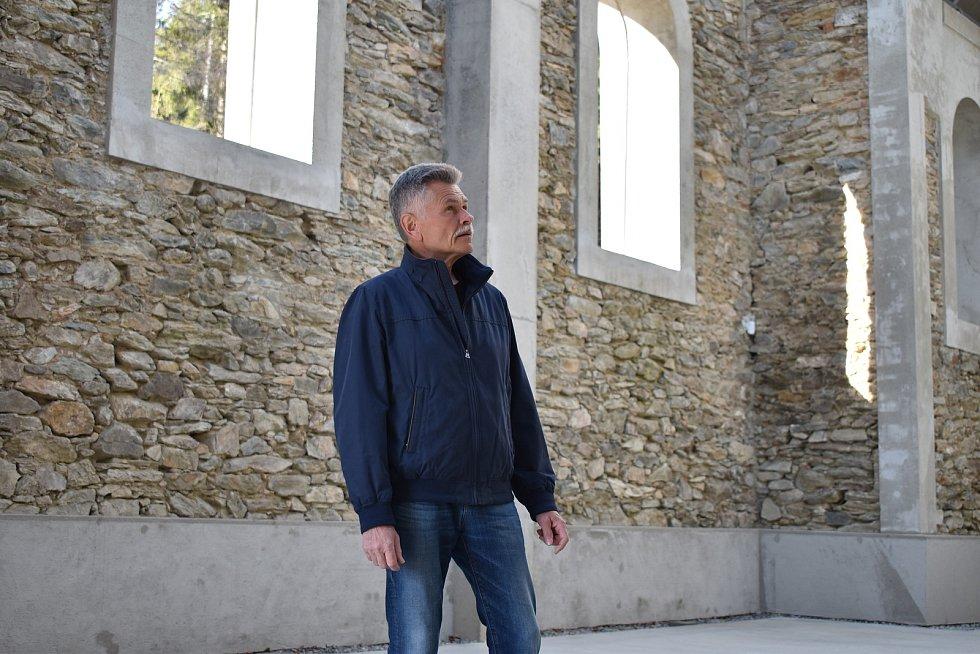 Kostel svaté Anny nad Horním Údolím na Zlatohorsku.