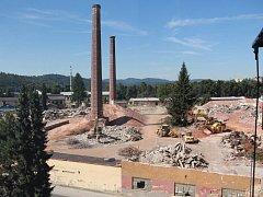 Demolice dlouhodobě nevyužívaných budov v areálu bývalého závodu Perla v Zábřehu. Stav v pondělí 8. srpna.