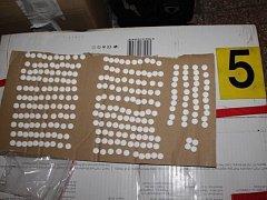 Věci zabavené výrobcům a distributorům drog
