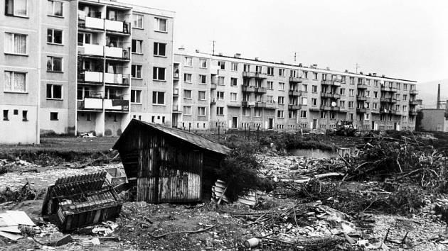 Během povodní roku 1997 nezůstalo ušetřeno ani sídliště u skláren v Rapotíně. Padl i rok starý most přes Desnou ve směru na Terezín. Z obce byly evakuovány čtyři stovky obyvatel, čtyři domy byly zcela zničeny a přes sto osmedát jich bylo poškozeno.