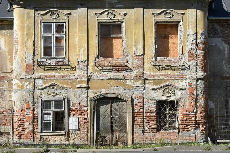 Budova bývalé textilní manufaktury v Šumperku v říjnu 2021.