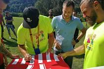 Sportovci v čele s Tomášem Ujfalušim pomáhali nemocnému Martinu Přecechtělovi ze Šumperka