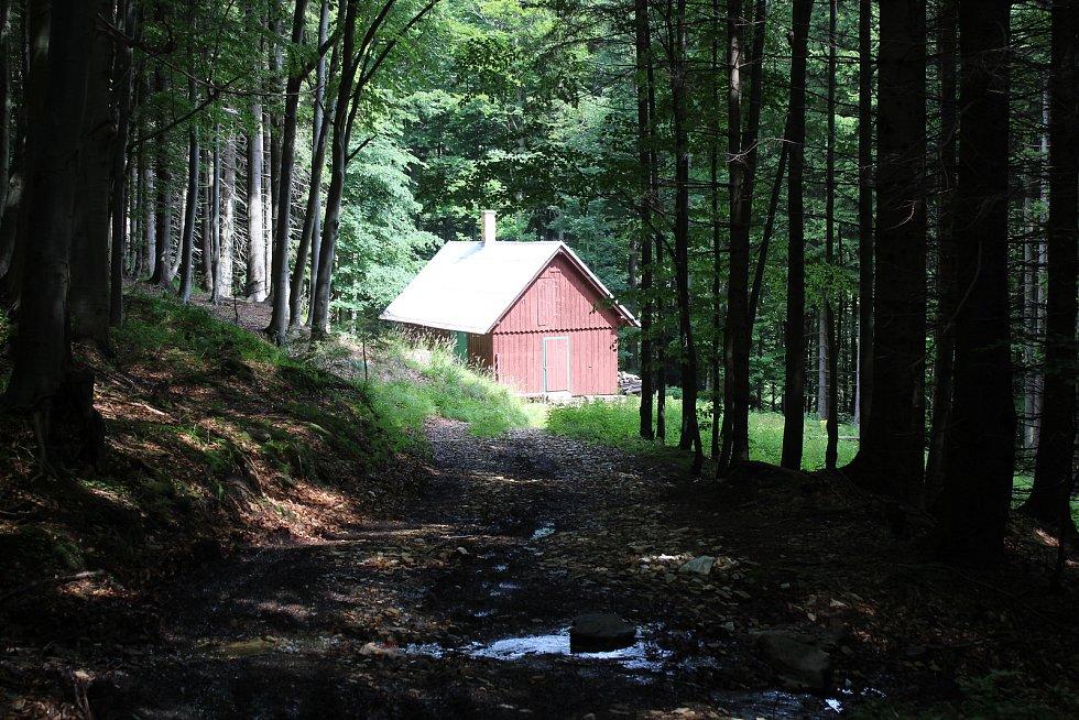 Chata Bysterská v údolí Keprnického potoka.