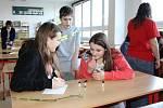 Hodinu moderní chemie zažili v pondělí 16. února žáci Základní školy Vodní v Mohelnici.