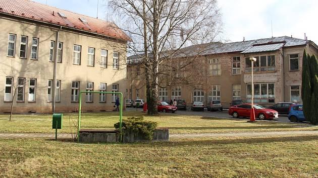 Rekonstrukce kanalizace se dotkne i parčíku v areálu šumperské nemocnice.