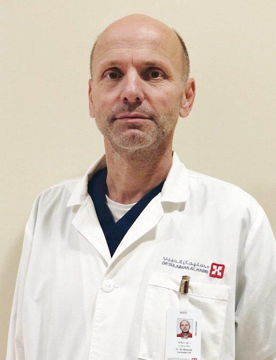 Lékař Vít Mareček, snímek z jeho působení v zahraničí.
