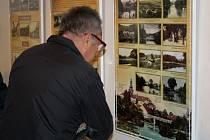 Historické fotografie a pohlednice města vystavuje až do konce ledna 2015 Památník Adolfa Kašpara v Lošticích.