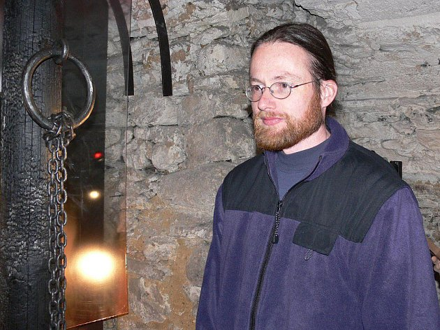 Správce Geshaderova domu Miroslav Huf v prostorách, kde se nachází nová expozice o čarodějnických procesech
