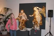 Na nejnovější výstavě nazvané Ave Maria – Příběh nejslavnější ženy světa, kterou připravilo Vlastivědné muzeum v Šumperku, jsou zastoupeny téměř všechny gotické a renesanční madony pocházející z našeho regionu.