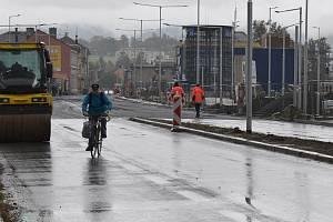 Jesenická ulice v Šumperku je uzavřena, auta jezdí po objížďce.