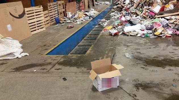 Krabice, v níž se nacházely nedoručené zásilky