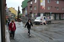 Od pondělí 11. května se uzavře frekventovaná křižovatka u staré pošty v Zábřehu po křižovatku Sušilovy a Valové ulice. Řidiči tudy neprojedou až do konce července.