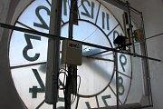 Z vyhlídky nad hodinovým strojem v městské věži u kostela svatého Tomáše z Canterbury v Mohelnici je krásný pohled nejen na celé město a okolí, ale také na hrady Bouzov a Mírov.