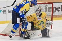 Šumperští hokejisté (žluté dresy) nestačili v Ústí tamním Lvům