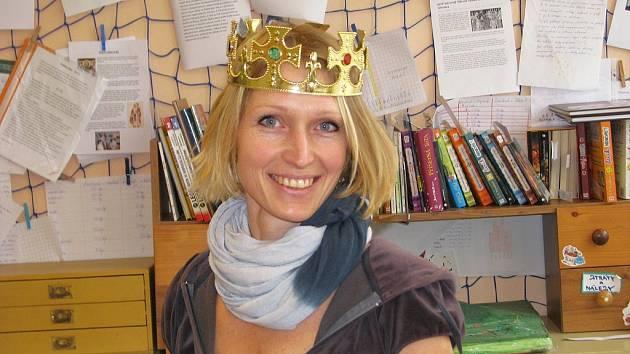 Vítězka krajského kola soutěže Zlatý Ámos pro nejoblíbenějšího učitele Lenka Fréharová ze Základní školy B. Němcové v Zábřehu se svými páťáky, kteří ji do soutěže přihlásili.