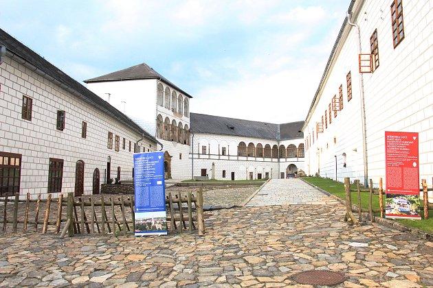 Zámek Kolštejn v Branné slouží jako hotel.