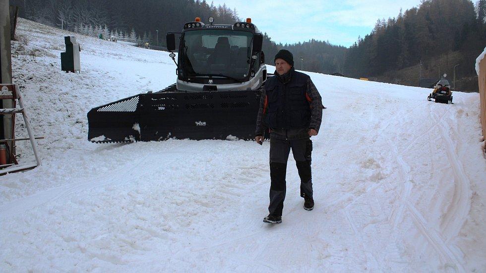 Přípravy na lyžařskou sezonu v Branné.