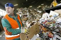 Mikulovice se rozhodly, že papír a plast budou třídit samy a nebudou už využívat služeb Technických služeb Jeseník.