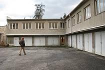 Radnice prodává zchátralý areál.
